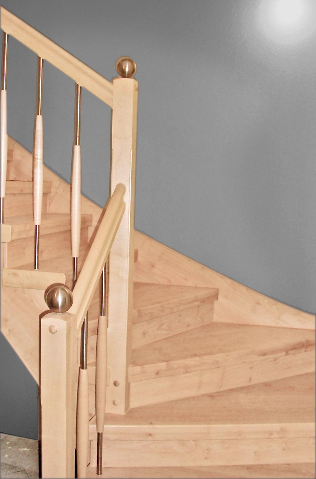 Dresden Laminat Stufen und Holz Edelstahl Treppengeländer in Ahorn