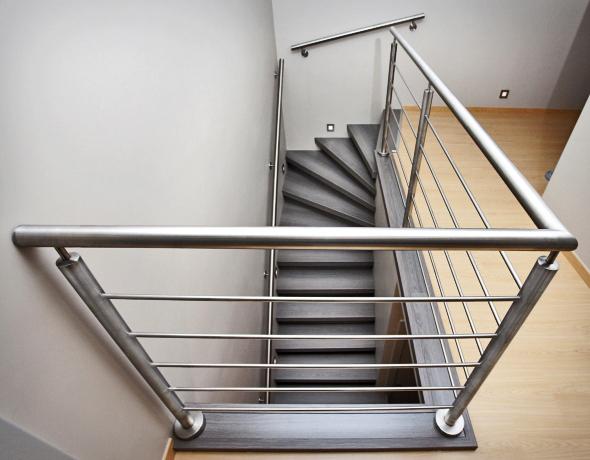 Treppengeländer Welches Holz ~ Dessau Treppenrenovierung Eiche grau und Edelstahl Geländer Anlage