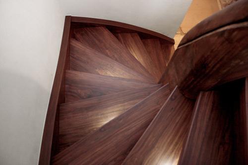 treppengel nder welches holz. Black Bedroom Furniture Sets. Home Design Ideas