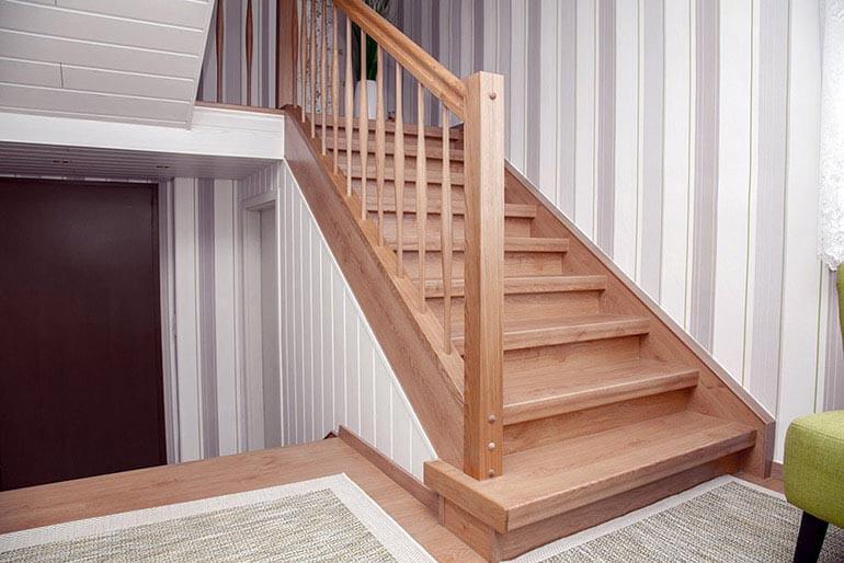 treppenrenovierung treppensanierung selber machen mit laminatstufen. Black Bedroom Furniture Sets. Home Design Ideas